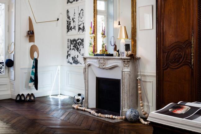 Paryski apartament pełen sztuki