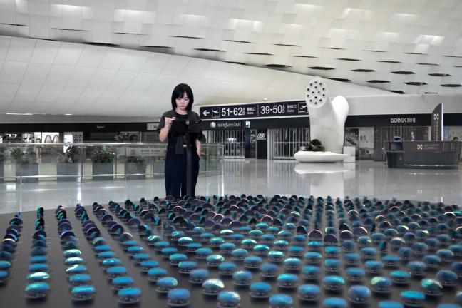 Kinetyczna rzeźba polskiej grupy na lotnisku w Shenzen