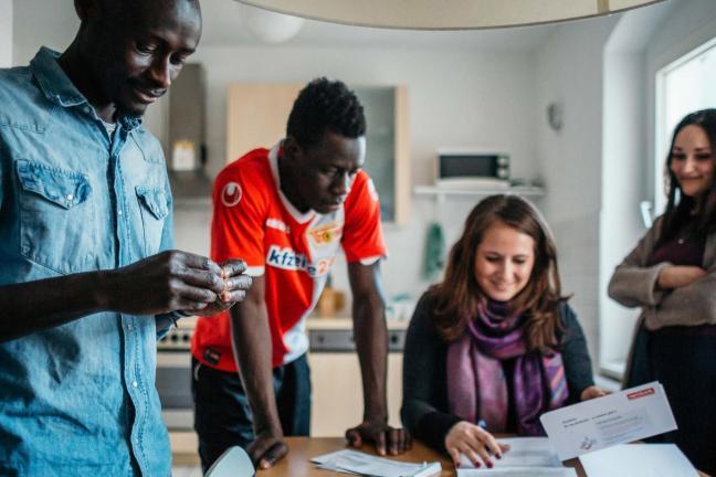 Przyjmij uchodźców pod swój dach za pomocą Airbnb