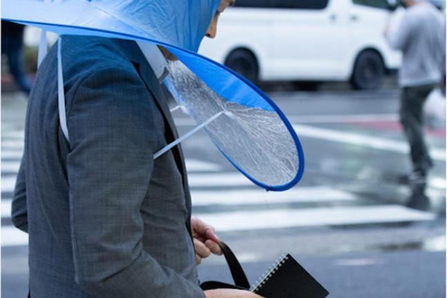Kapelusz w roli parasolki