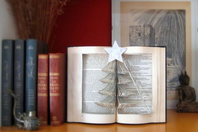 Rzeźby wykonane z książek