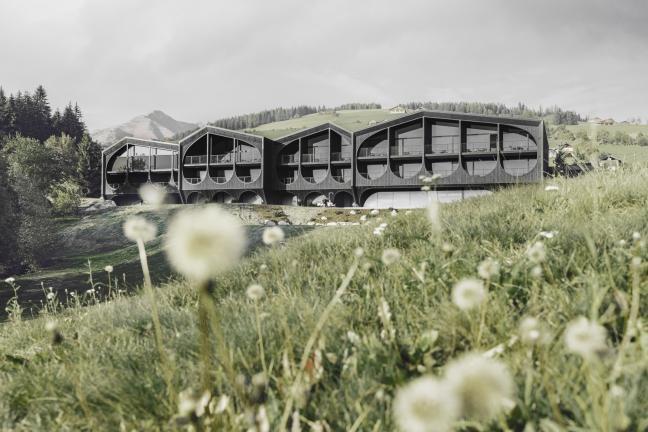 Spokój w Alpach – intrygujący hotel projektu Petera Pichlera