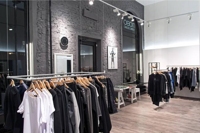 Polska moda w minimalistycznym wnętrzu