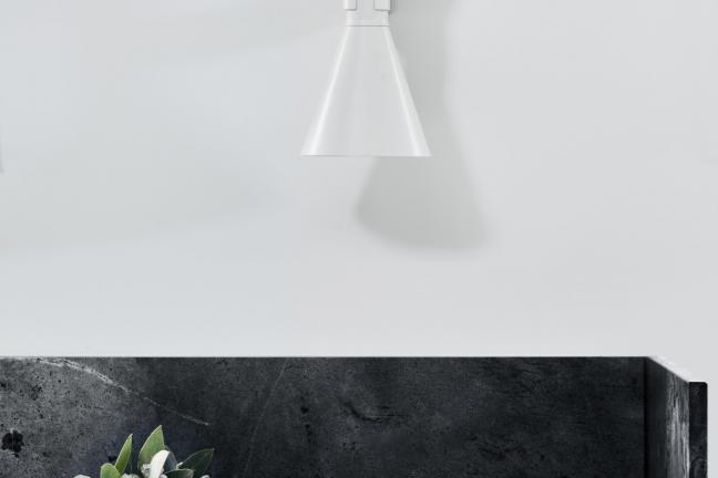 Mały, biały domek