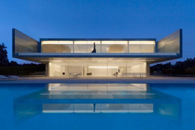 Minimalistyczny Aluminium House