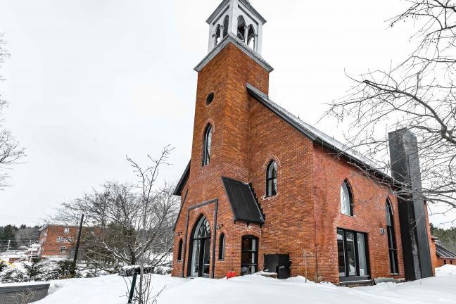 Dom w starym kościele