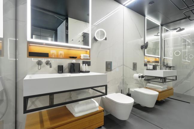 Kto kryje się za wyposażeniem łazienek w Nobu Hotel Warsaw?