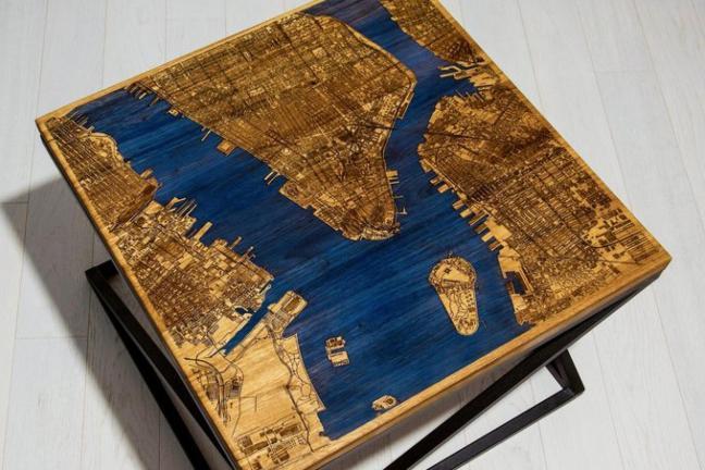 Mapa na stole
