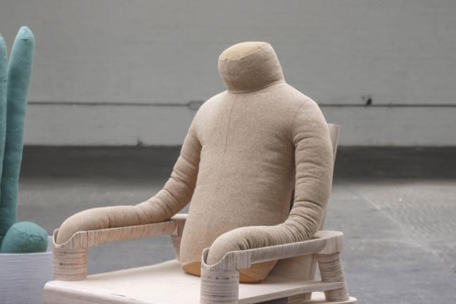 Poduszki, które mają zmniejszyć samotność