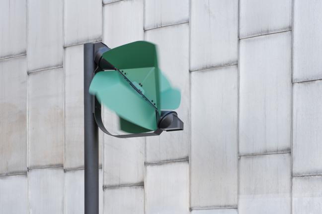 Uliczna lampa zasilana wiatrem