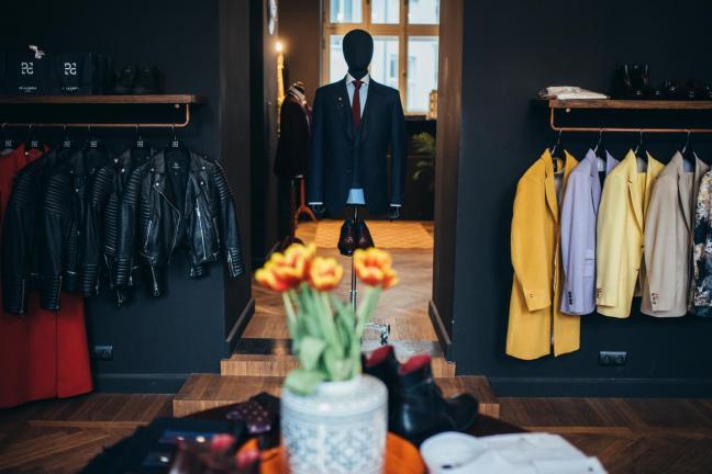 Elegancja i eklektyzm w warszawskim butiku projektanta Rodrigo De La Garza