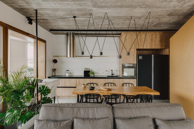 Złoto w betonie, czyli rodzinne mieszkanie w Wilanowie