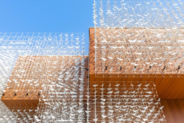 EXPO 2020: Pawilon Polski z drewnianą fasadą i rzeźbą kinetyczną