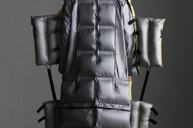 Awangardowa kolekcja kurtek Moncler