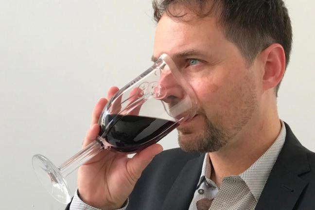 Glass for wine inhalation