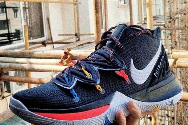 """Nike tworzy buty dla fanów """"Przyjaciół"""""""