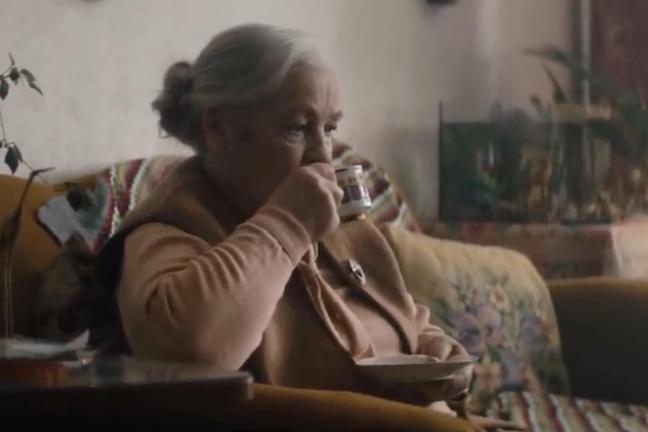Nowa kampania Amica zwraca uwagę na problem samotności seniorów