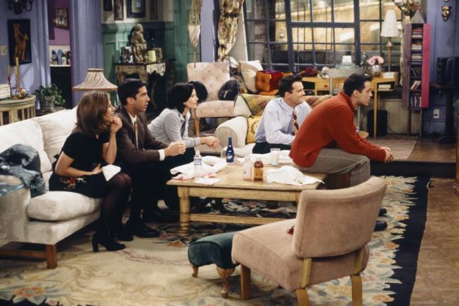 """Jak urządzić mieszkanie w stylu Monici Geller z """"Przyjaciół""""?"""