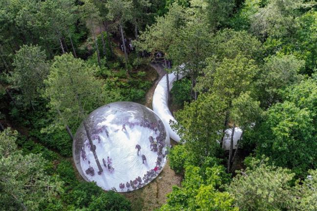 Bubble installation