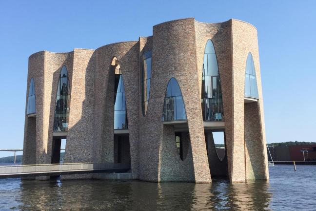 Pierwszy budynek projektu Olafura Eliassona wygląda jak zamek