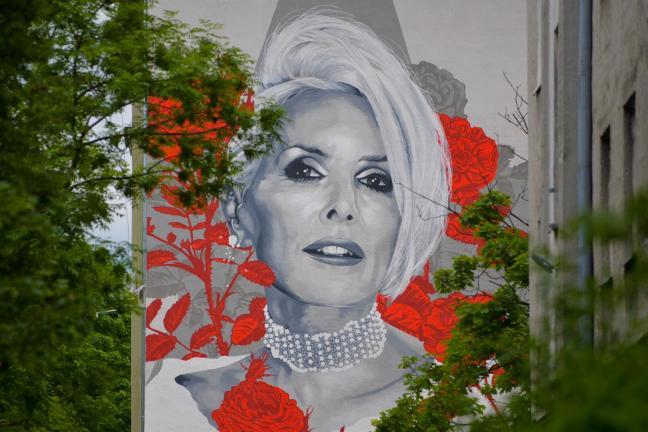 Już dziś! Odsłonięcie nowego muralu Kory w Warszawie