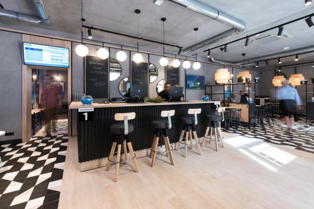 Poznański salon sprzedaży niczym kawiarnia
