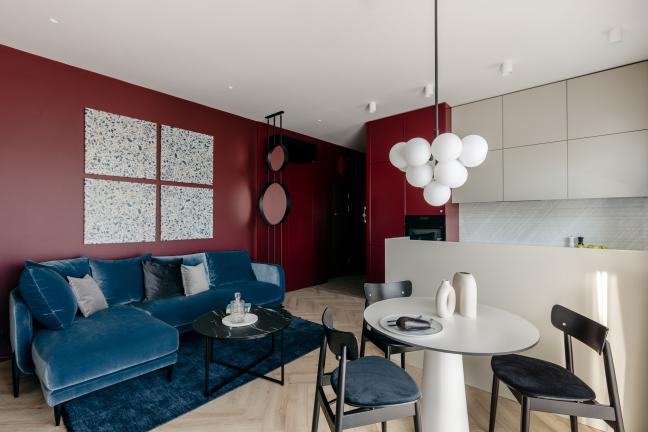 Mieszkanie w kolorze wytrawnego wina