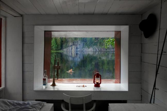 An unusual cottage on a Norwegian lake