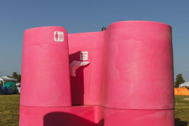 Kobiecy pisuar, który pozwoli korzystać z toalety w dowolnym miejscu