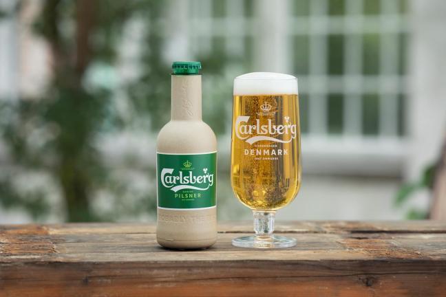 Carlsberg stawia na papierowe butelki z recyklingu