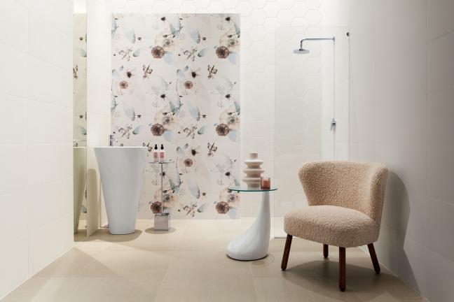 6 pomysłów na łazienkę skąpaną w kwiatach