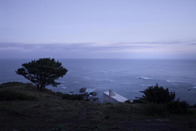 Niewidzialny dom nad oceanem