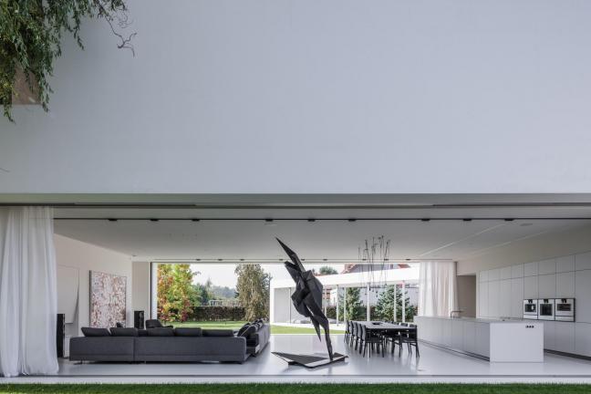 Konieczny prezentuje dom z obrotowym tarasem