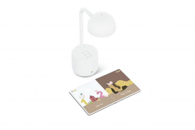 A lamp that can read to the children