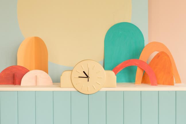 Miodowy zegar stołowy