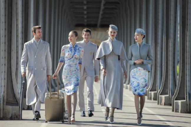 Chińskie linie lotnicze wprowadzają uniformy haute couture